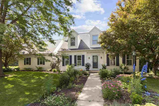 2 Woodhaven Lane, Kaukauna, WI 54130 (#50225228) :: Todd Wiese Homeselling System, Inc.