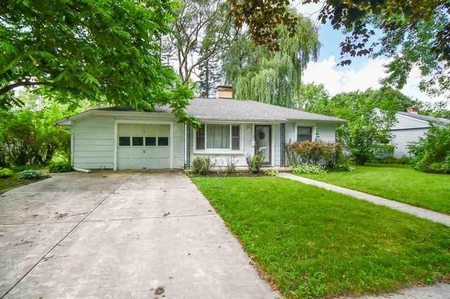 540 Clover Lane, Green Bay, WI 54301 (#50226616) :: Symes Realty, LLC