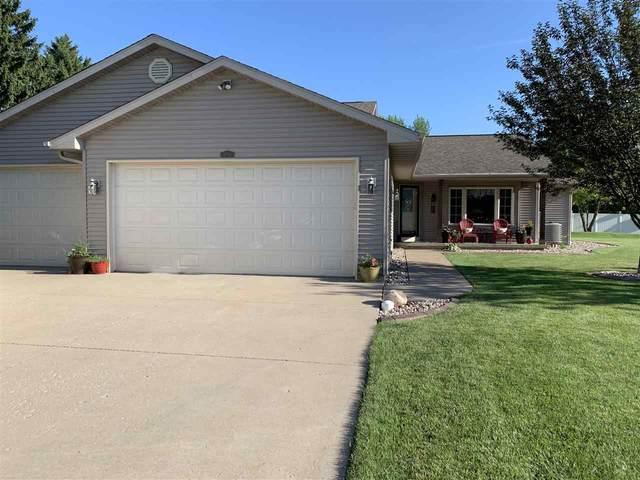 2723 Oakdale Court, Oshkosh, WI 54904 (#50226646) :: Ben Bartolazzi Real Estate Inc