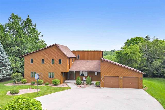 1433 Whitewater Drive, Manitowoc, WI 54220 (#50226739) :: Carolyn Stark Real Estate Team