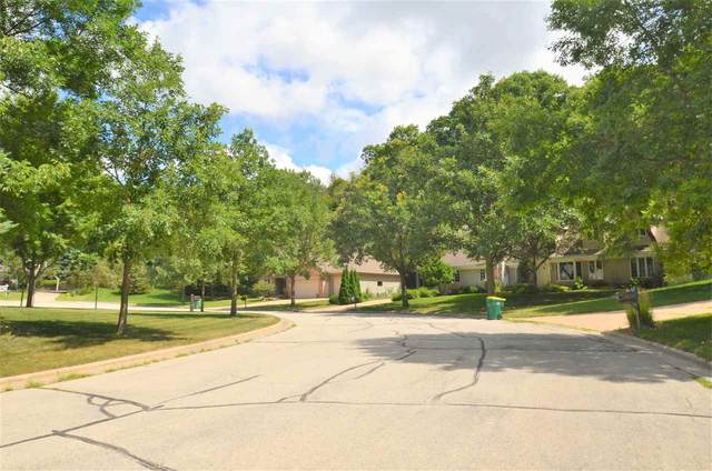 Wood Oaks Circle, Green Bay, WI 54302 (#50226814) :: Dallaire Realty