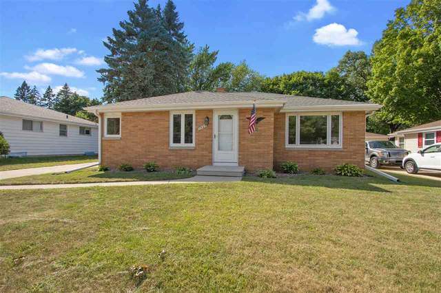 1424 Rosalie Lane, Green Bay, WI 54304 (#50226825) :: Dallaire Realty