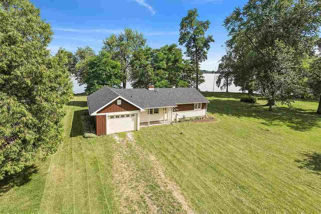 3200 Shorewood Drive, Oshkosh, WI 54901 (#50226933) :: Ben Bartolazzi Real Estate Inc