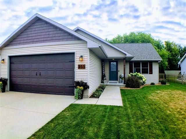 955 John Moore Drive, Oshkosh, WI 54904 (#50226964) :: Ben Bartolazzi Real Estate Inc
