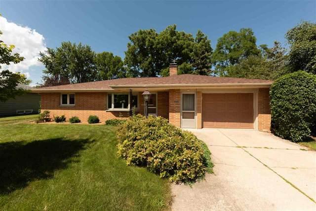 136 W 25TH Avenue, Oshkosh, WI 54902 (#50227002) :: Ben Bartolazzi Real Estate Inc