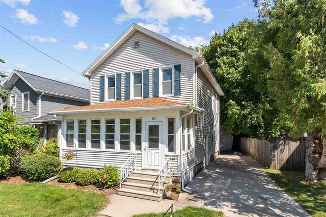 912 School Avenue, Oshkosh, WI 54901 (#50227197) :: Todd Wiese Homeselling System, Inc.
