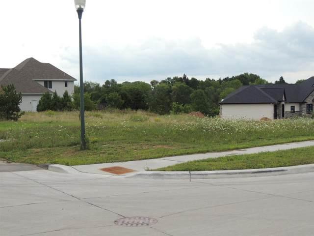 E Canyon Lane, Appleton, WI 54913 (#50227334) :: Todd Wiese Homeselling System, Inc.