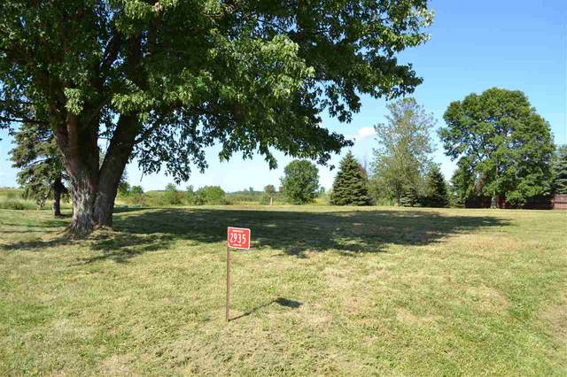 2935 Lark Road, Greenleaf, WI 54126 (#50227711) :: Dallaire Realty