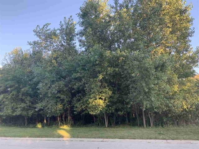 5493 W Natures Lane, Appleton, WI 54914 (#50228025) :: Ben Bartolazzi Real Estate Inc