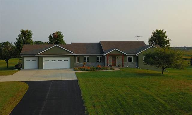 W5110 Maple Ridge Drive, Fond Du Lac, WI 54937 (#50228509) :: Todd Wiese Homeselling System, Inc.