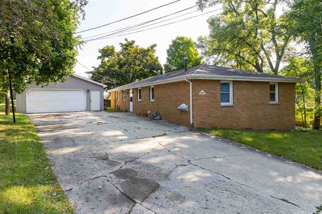240 Kamps Street, Combined Locks, WI 54113 (#50228649) :: Dallaire Realty