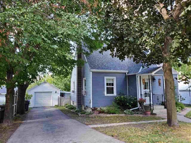 204 W Sumner Street, Weyauwega, WI 54983 (#50228873) :: Carolyn Stark Real Estate Team