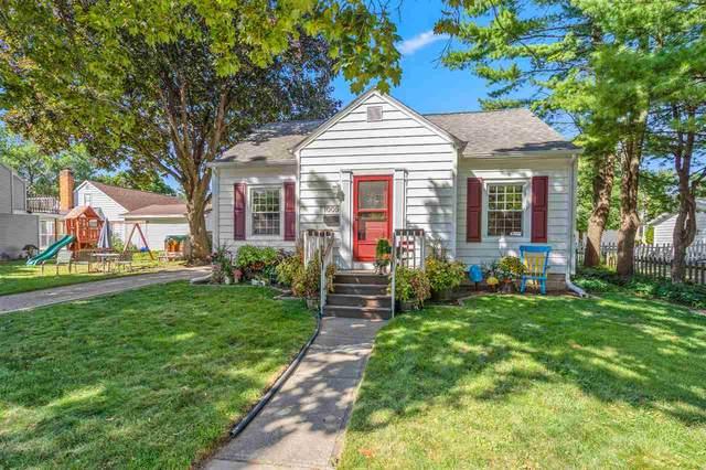 1009 N Summit Street, Appleton, WI 54914 (#50228889) :: Carolyn Stark Real Estate Team