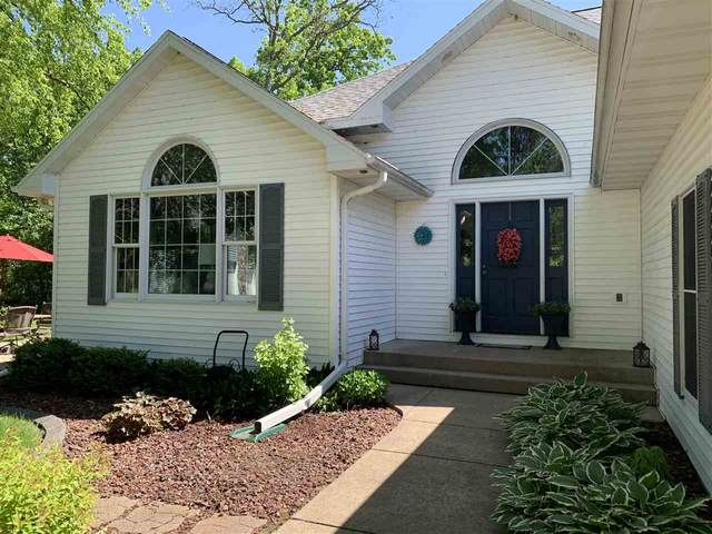 714 Sunset Court, Waupaca, WI 54981 (#50229078) :: Symes Realty, LLC