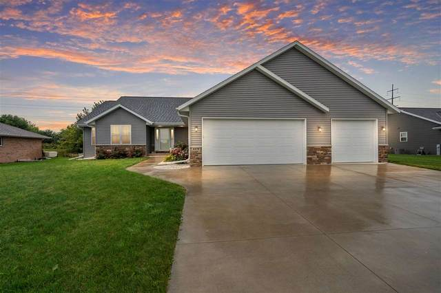 2270 Red Tail Glen, De Pere, WI 54115 (#50229129) :: Todd Wiese Homeselling System, Inc.