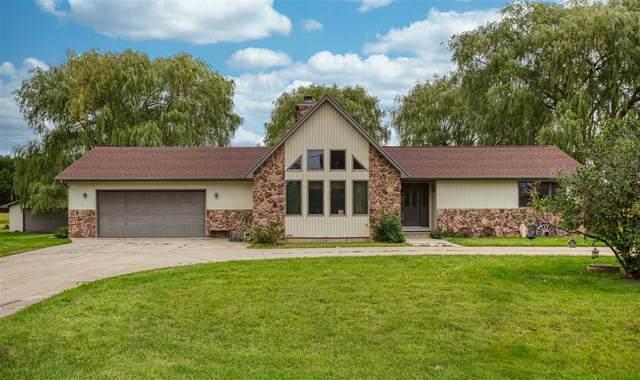 3022 W Shady Lane, Neenah, WI 54956 (#50229150) :: Carolyn Stark Real Estate Team