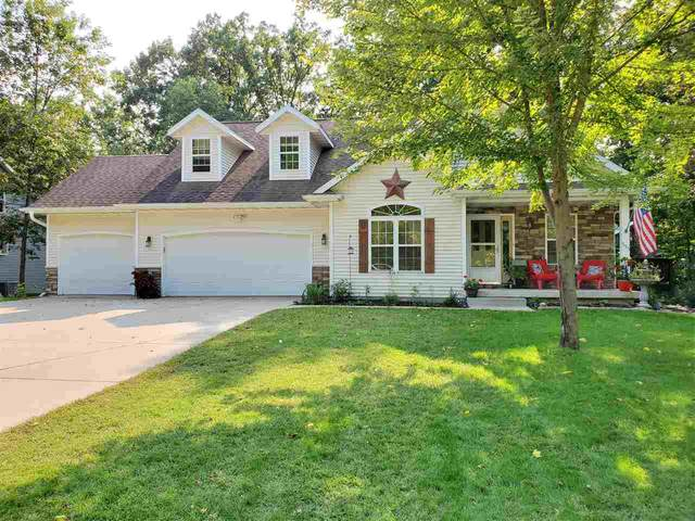 555 Woodland Circle, Waupaca, WI 54981 (#50229473) :: Carolyn Stark Real Estate Team