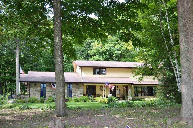 572 S Liberty Street, Valders, WI 54245 (#50229515) :: Town & Country Real Estate