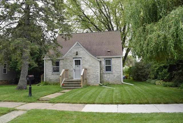1019 Rhode Island Street, Sturgeon Bay, WI 54235 (#50229632) :: Carolyn Stark Real Estate Team