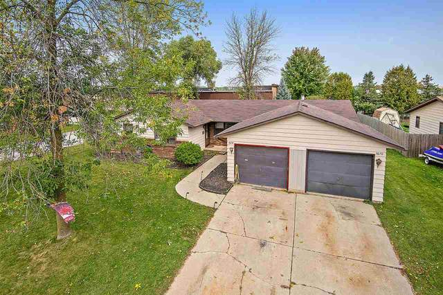 1670 Carole Lane, Green Bay, WI 54313 (#50229684) :: Ben Bartolazzi Real Estate Inc
