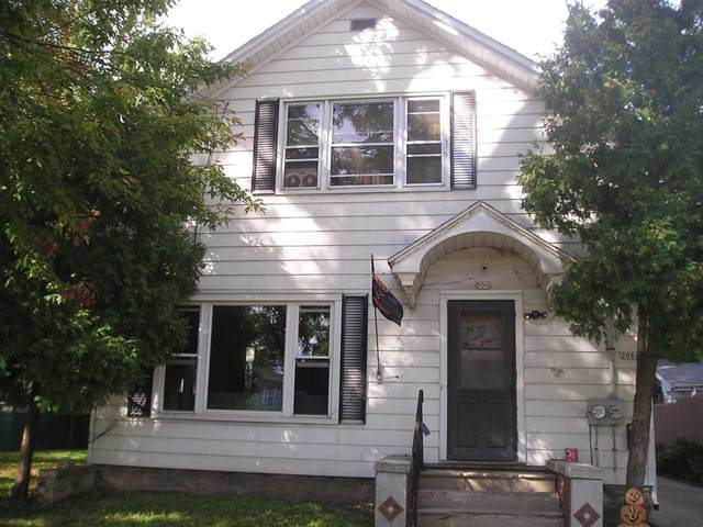 206 Prospect Avenue, Oshkosh, WI 54901 (#50229713) :: Todd Wiese Homeselling System, Inc.