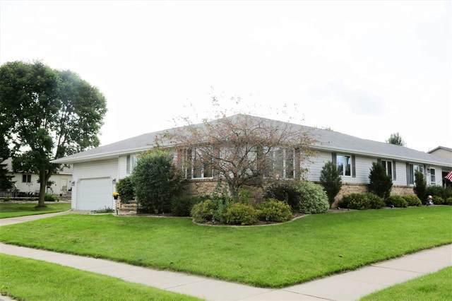 2702 Fieldcrest Drive, Kaukauna, WI 54130 (#50229793) :: Carolyn Stark Real Estate Team