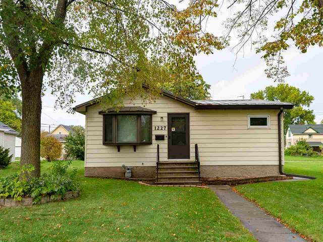 1227 Eastman Avenue, Green Bay, WI 54302 (#50230141) :: Carolyn Stark Real Estate Team
