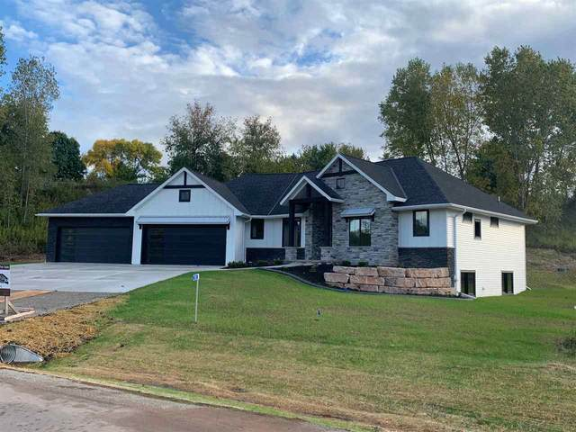 2505 Breezeway Bluff Court, Suamico, WI 54313 (#50230168) :: Town & Country Real Estate
