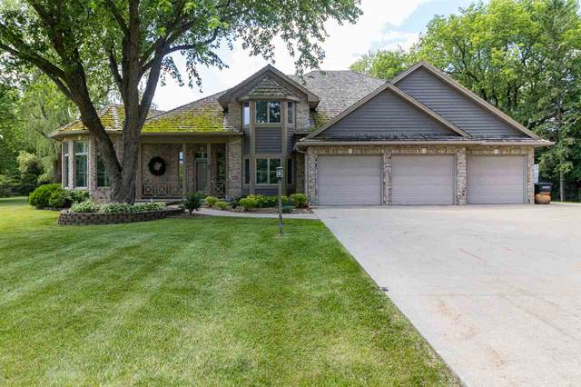 1051 S Oakwood Road, Oshkosh, WI 54904 (#50230188) :: Carolyn Stark Real Estate Team