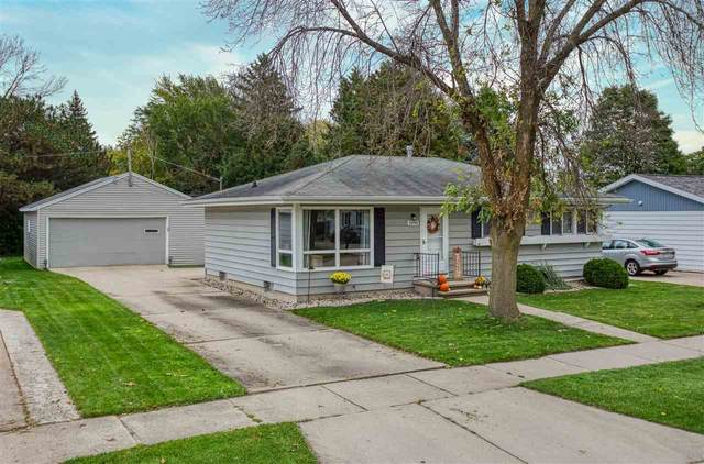1090 Meadow Lane, Neenah, WI 54956 (#50230226) :: Dallaire Realty