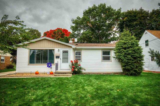 1026 S Ridge Road, Green Bay, WI 54304 (#50230235) :: Carolyn Stark Real Estate Team