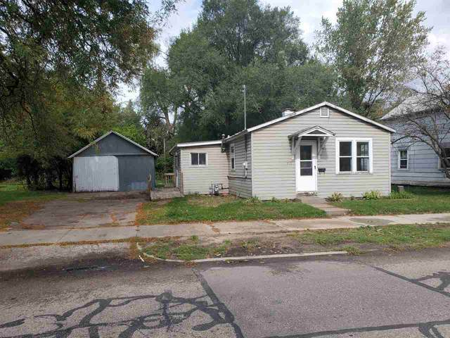 717 Ware Street, Waupaca, WI 54981 (#50230335) :: Dallaire Realty