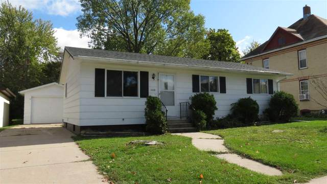 1008 Mill Street, New London, WI 54961 (#50230437) :: Todd Wiese Homeselling System, Inc.