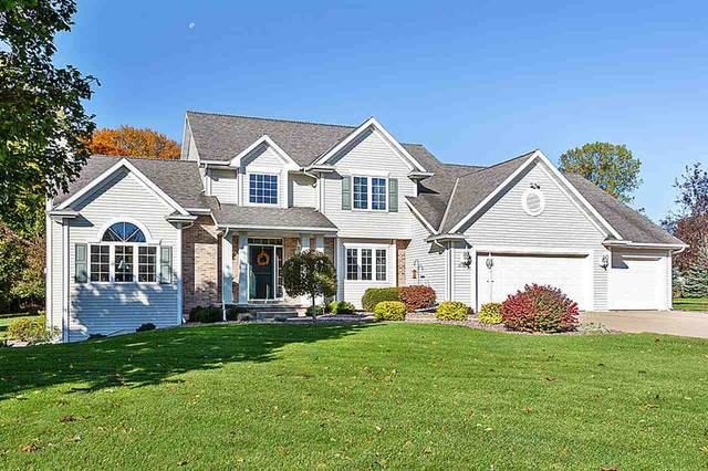 3165 River Forest Hills Drive, Pulaski, WI 54162 (#50230725) :: Todd Wiese Homeselling System, Inc.