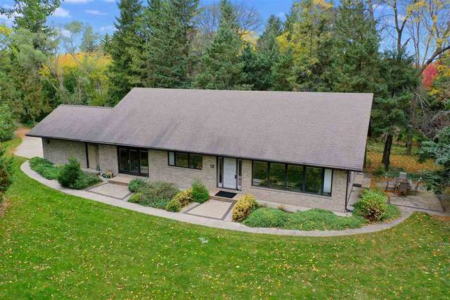 1135 Lost Dauphin Road, De Pere, WI 54115 (#50231264) :: Todd Wiese Homeselling System, Inc.