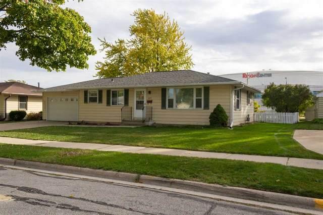 1099 Shadow Lane, Green Bay, WI 54304 (#50231423) :: Ben Bartolazzi Real Estate Inc
