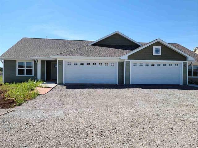 3288 Elk Ridge Drive, Oshkosh, WI 54904 (#50231718) :: Todd Wiese Homeselling System, Inc.