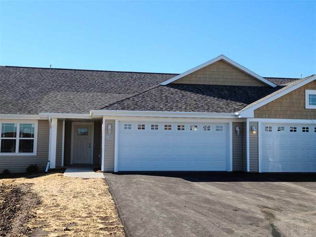 3280 Elk Ridge Drive, Oshkosh, WI 54904 (#50231726) :: Todd Wiese Homeselling System, Inc.