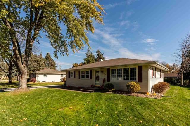 608 Black Street, Kaukauna, WI 54130 (#50231764) :: Todd Wiese Homeselling System, Inc.