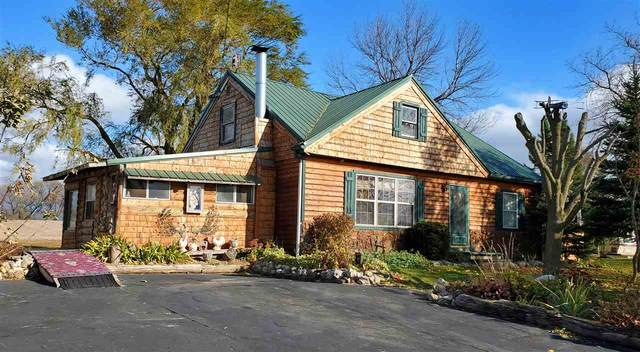 E2026 Hill Road, Luxemburg, WI 54217 (#50231824) :: Town & Country Real Estate