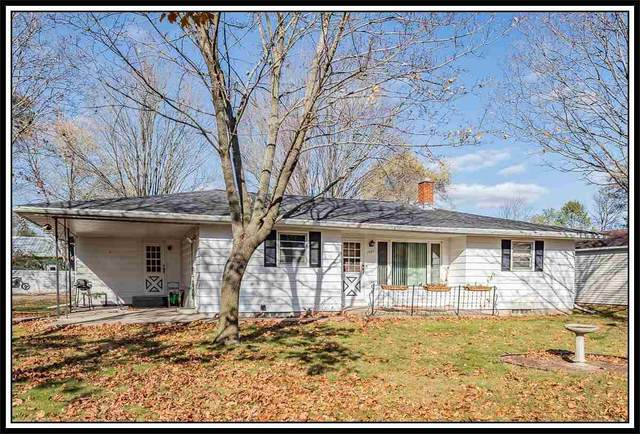 1325 Crystal Court, Waupaca, WI 54981 (#50231908) :: Symes Realty, LLC