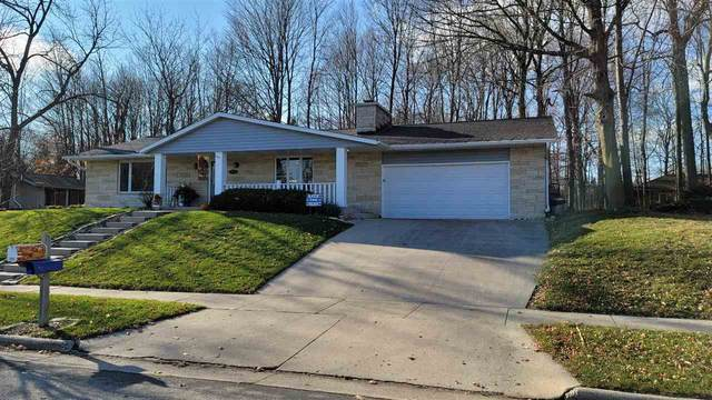 1058 Timberline Drive, West Bend, WI 53095 (#50232843) :: Todd Wiese Homeselling System, Inc.