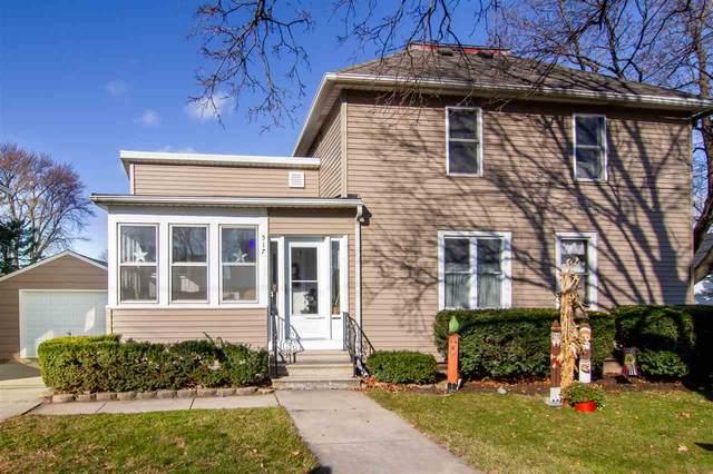 517 Desnoyer Street, Kaukauna, WI 54130 (#50232849) :: Carolyn Stark Real Estate Team