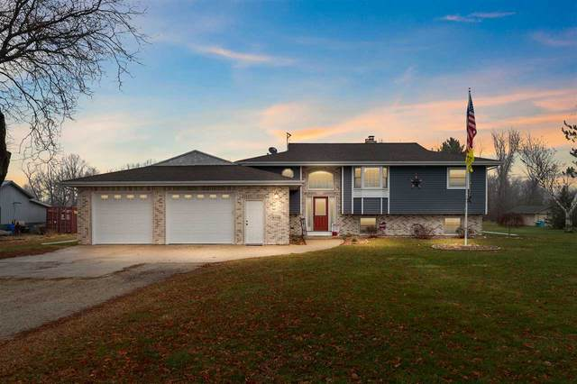 W7758 W Hillview Road, Hortonville, WI 54944 (#50232947) :: Dallaire Realty