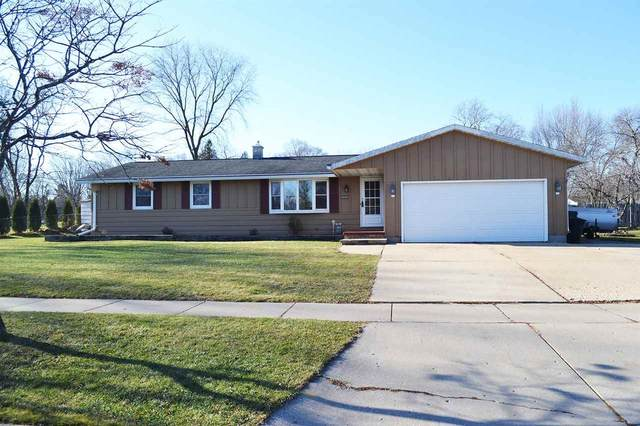 929 Hillcrest Heights, Green Bay, WI 54313 (#50233063) :: Todd Wiese Homeselling System, Inc.
