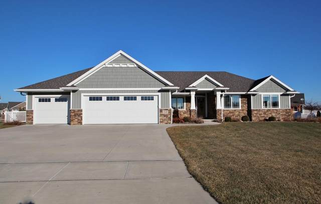 910 Raven Claw Court, De Pere, WI 54115 (#50233320) :: Todd Wiese Homeselling System, Inc.