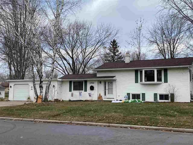 1752 View Lane, Green Bay, WI 54313 (#50233795) :: Ben Bartolazzi Real Estate Inc