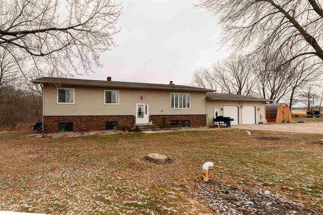 994 E Frontage Road, Little Suamico, WI 54141 (#50233912) :: Todd Wiese Homeselling System, Inc.