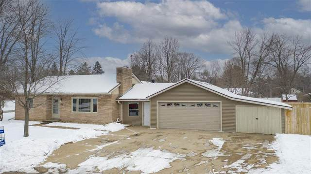 1005 10TH Street, Waupaca, WI 54981 (#50233922) :: Dallaire Realty