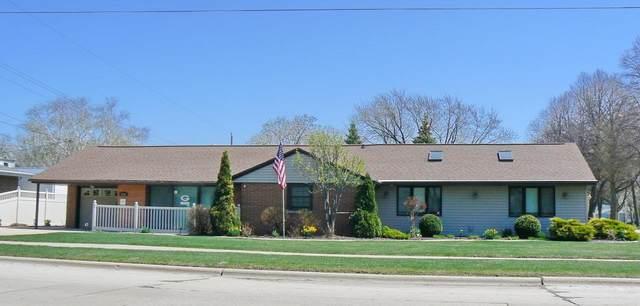 1735 S Oneida Street, Green Bay, WI 54304 (#50233944) :: Ben Bartolazzi Real Estate Inc